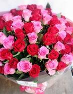 ピンクと赤のバラの花束